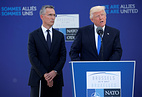 Йенс Столтенберг и Дональд Трамп, Брюссель, 25 мая