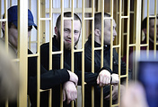 Обвиняемые Максим Кириллов, Александр Ковтун и Алексей Никитин (слева направо)