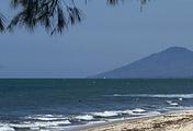 Море неподалеку от города Давэй, где были обнаружены обломки самолета Y-8 Вооруженных сил Мьянмы