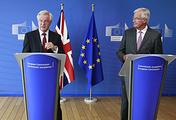 Британский министр по вопросам Brexit Дэвид Дэвис и главный представитель ЕС на переговорах Мишель Барнье