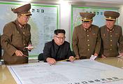 Лидер КНДР Ким Чен Ын с руководством стратегических войск Корейской народной армии