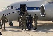 Задержанные по подозрению в мошенничестве члены правительства Дагестана перед отправкой в Москву