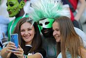 Болельщики на матче сборных Нигерии и Исландии в Волгограде