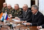Министр обороны РФ Сергей Шойгу (справа)