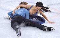 Американские спортсмены Мэдисон Чок и Эван Бэйтс во время выступления в произвольной программе танцевальных пар на соревнованиях по фигурному катанию