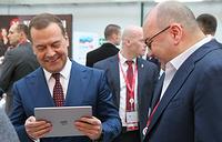 Премьер-министр РФ Дмитрий Медведев и генеральный директор агентства ТАСС Сергей Михайлов