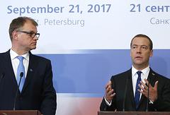 Премьер-министр Финляндии Юха Сипиля и премьер-министр РФ Дмитрий Медведев