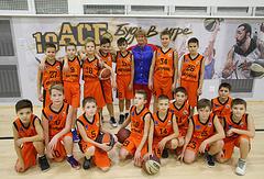 Тренер по баскетболу Наталья Бурсикова с учениками
