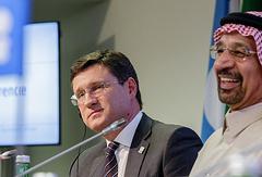 Министр энергетики РФ Александр Новак и министр энергетики Саудовской Аравии Халед Аль-Фалех