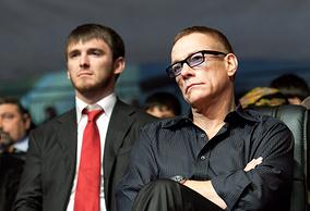 """Актер Жан-Клод Ван Дамм (справа) на церемонии открытия высотного комплекса """"Грозный-Сити"""" в День города"""