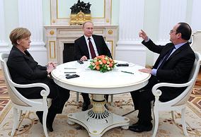 Канцлер Германии Ангела Меркель, президент России Владимир Путин и президент Франции Франсуа Олланд