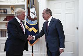 Президент США Дональд Трамп и министр иностранных дел РФ Сергей Лавров во время встречи в Белом доме, 10 мая