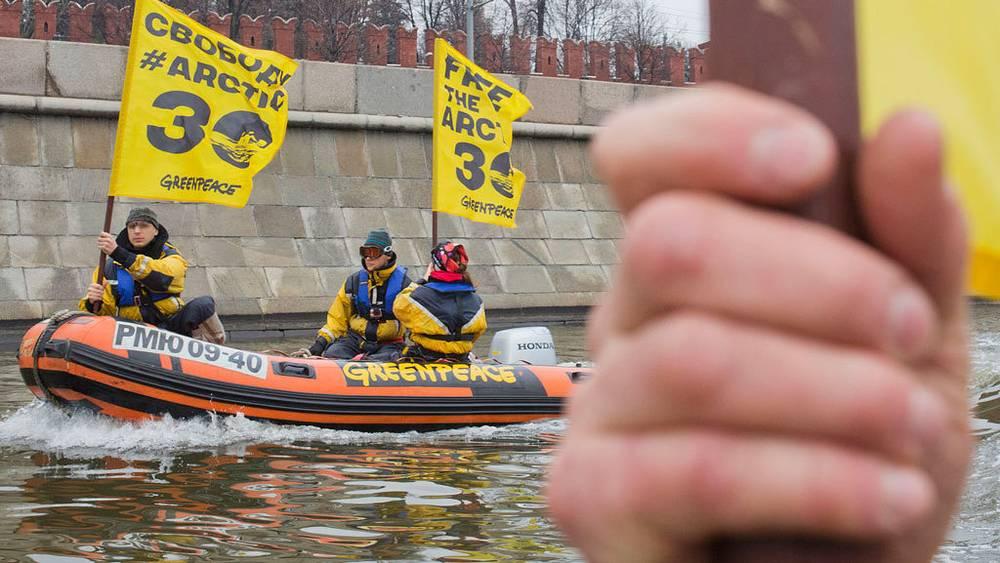 Акция в поддержку задержанного экипажа судна Arctic Sunrise в Москве, 6 ноября 2013 г. Фото Евгений Фельдман