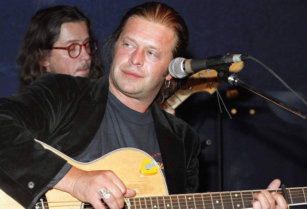 На концерте в Санкт-Петербурге в 1995 г.