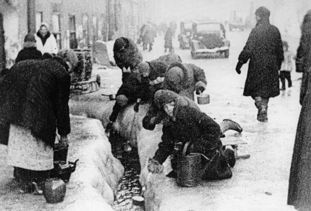 Жители Ленинграда 1942 г.
