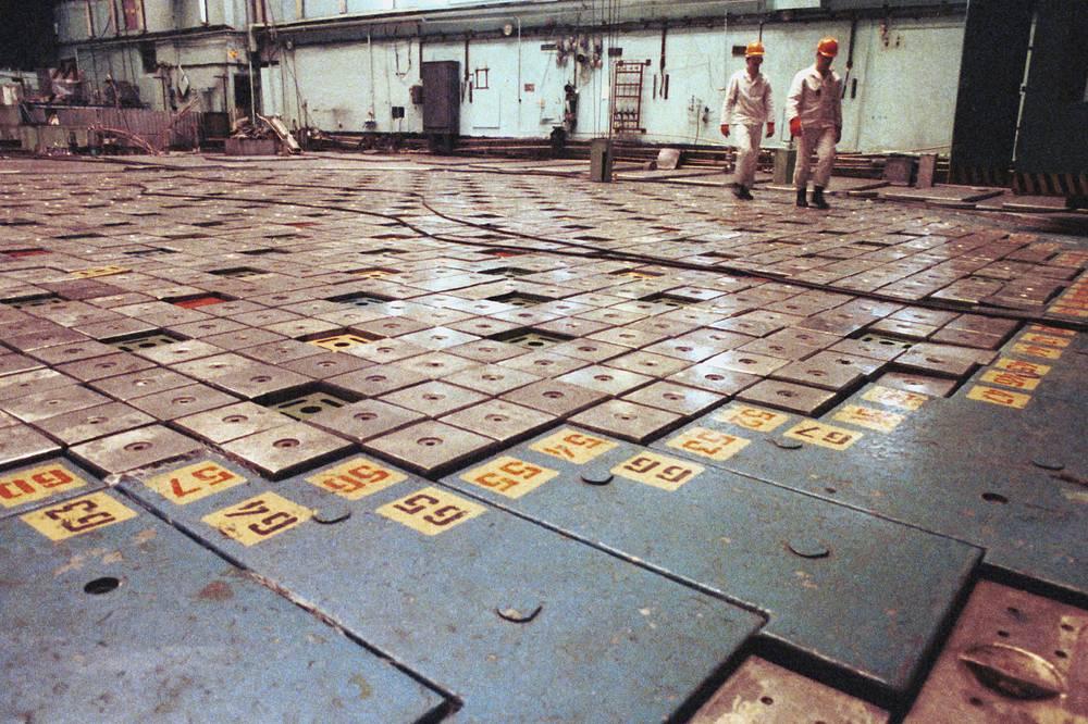 Реакторный зал первого энергоблока ЛАЭС. 1992 г.