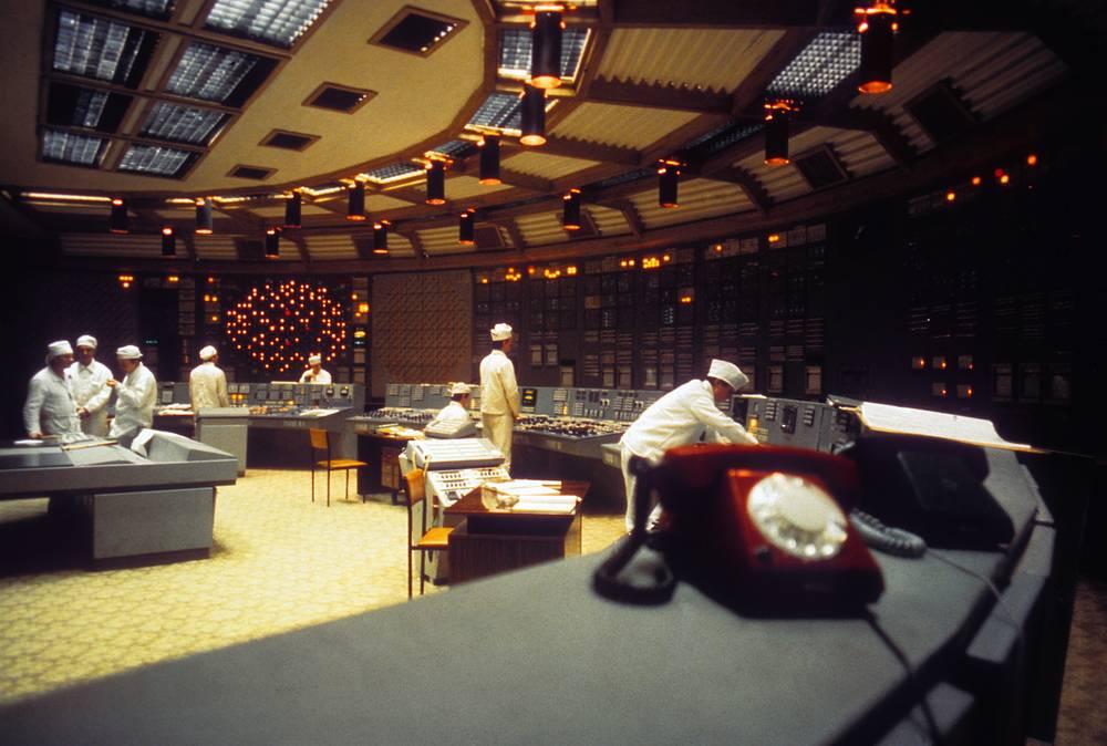 Блочный щит управления четвертым энергоблоком на Ленинградской атомной электростанции. 1981 г.