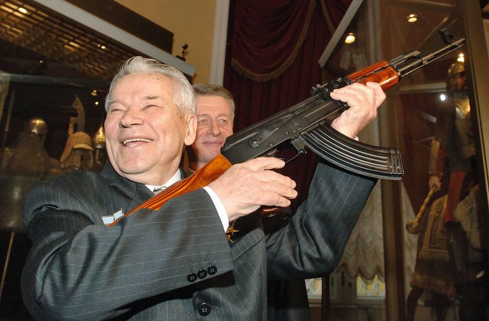 23 декабря. На 95-м году жизни скончался легендарный конструктор стрелкового оружия Михаил Калашников