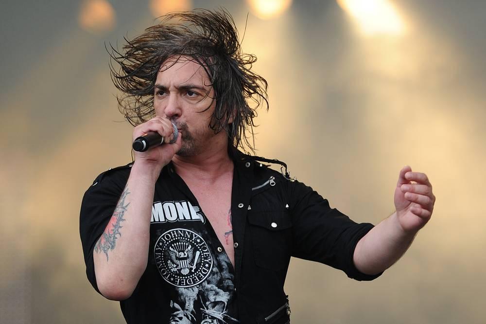 Печальная весть для поклонников музыкальной группы «Король и шут» пришла 19 июля. Лидер команды Михаил Горшенев скончался в этот день в своем петербургском доме.