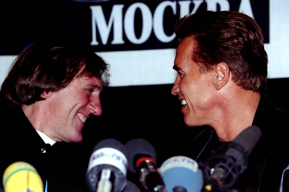 Депардье и Шварценеггер на пресс-конференции в Москве. 1996 год