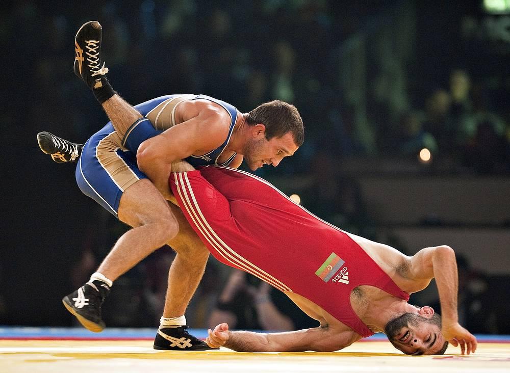 Бесик Кудухов (cлева) на чемпионате мира в Дании