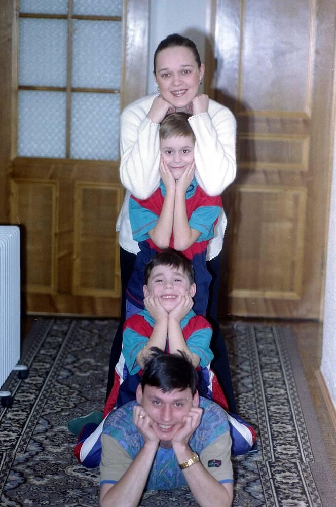 Илья Цымбаларь с семьей, 1995
