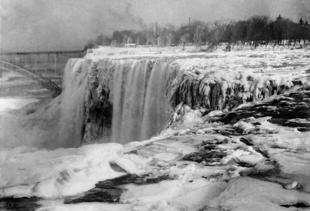 Последний раз Ниагарский водопад замерзал в 1912 году