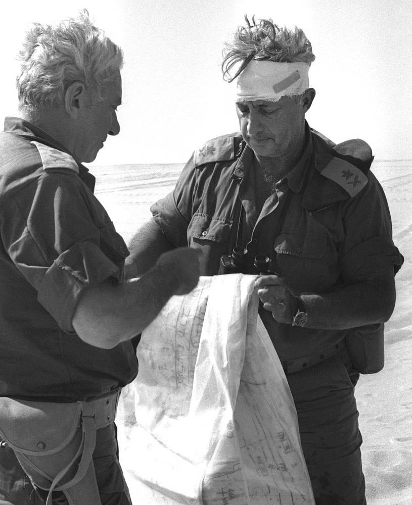 Раненный Ариэль Шарон во время военных действий на западном берегу Суэцкого канала, 10 октября 1973 г.