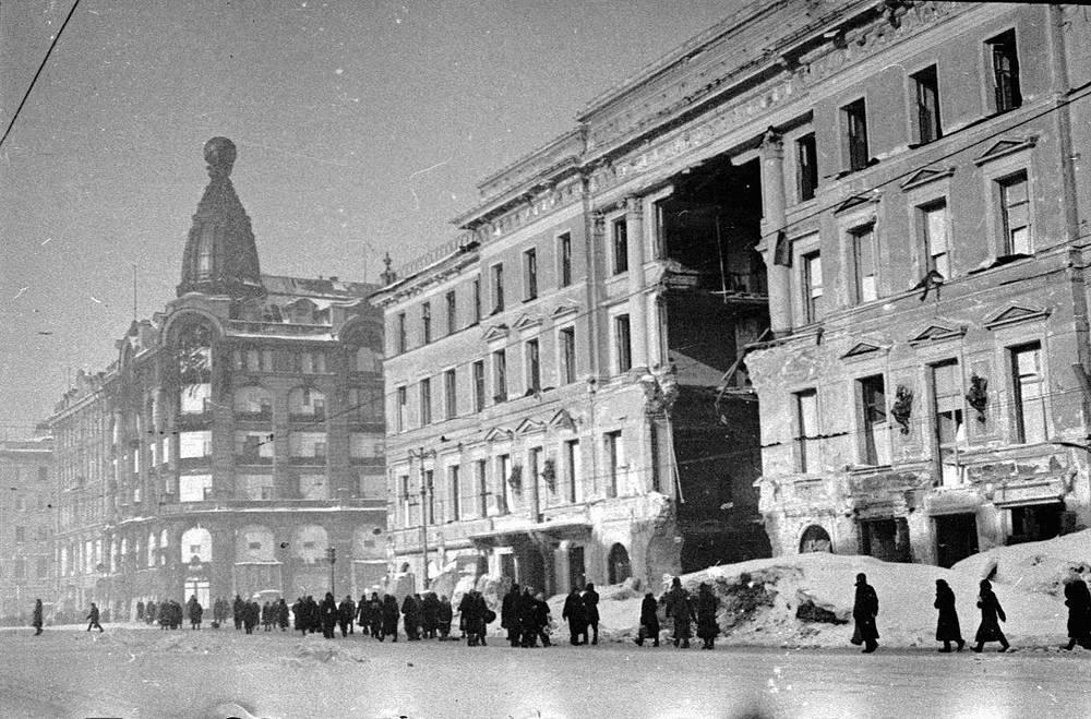 Проспект 25 Октября(Невский проспект) зимой в блокадном Ленинграде.