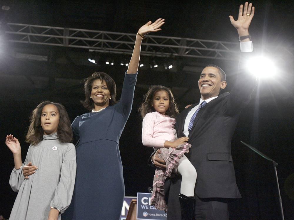 """Добившись в 2012 году переизбрания на пост президента США, Барак Обама в победной речи признался: """"Я никогда не стал бы тем, кем сегодня являюсь, без этой женщины, которая 20 лет назад согласилась выйти за меня замуж""""."""