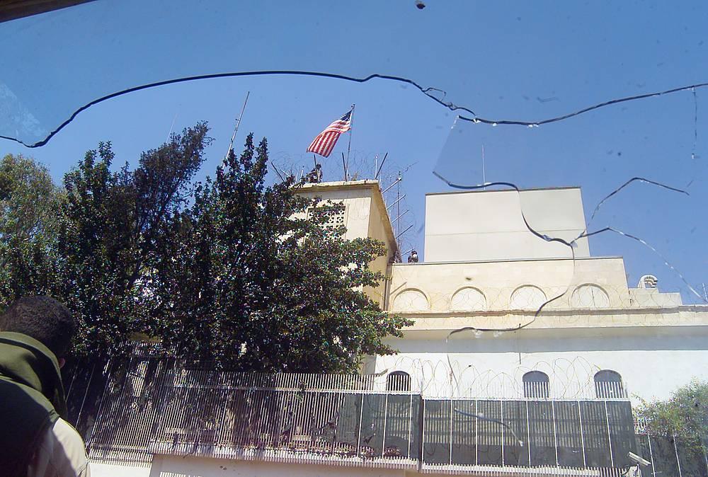 29 мая 2012 г. 7 стран ЕС, а также США, Канада, Австралия и Япония объявили о высылке послов Сирии. Позднее Дамаск объявил о высылке глав дипмиссий ряда западных государств
