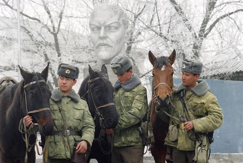 """Бюст Ленина в погранзаставе """"Яблоневская"""".Туркменистан."""