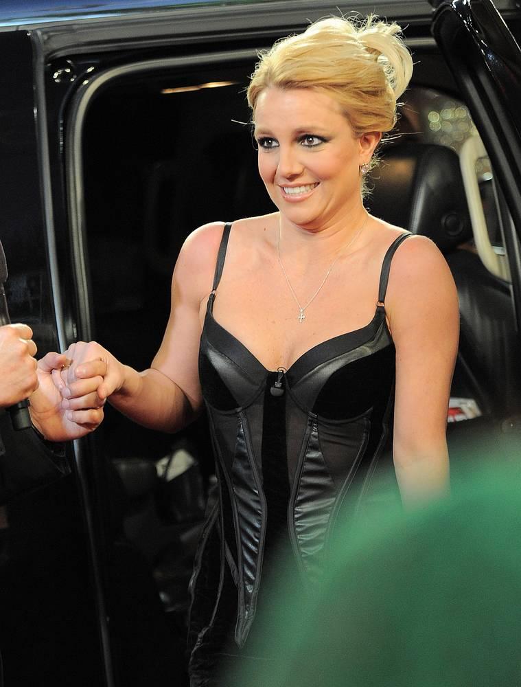 Поп-певица Бритни Спирс, как и другие американские знаменитости, неоднократно фигурировала в полицейских сводках за превышение скорости и вождение с просроченными правами