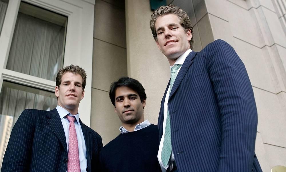 Основатели социальной сети «ConnectU» братья Уинклвосс и Дивья Нарендра долгое время судились с Цукербергом, настаивая на том, что он украл у них идею сайта
