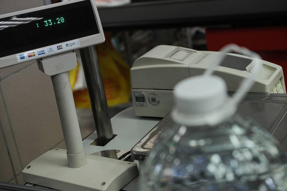 По словам городских жителей, питьевая вода в магазинах Сухого Лога подорожала с 19 до 33 рублей