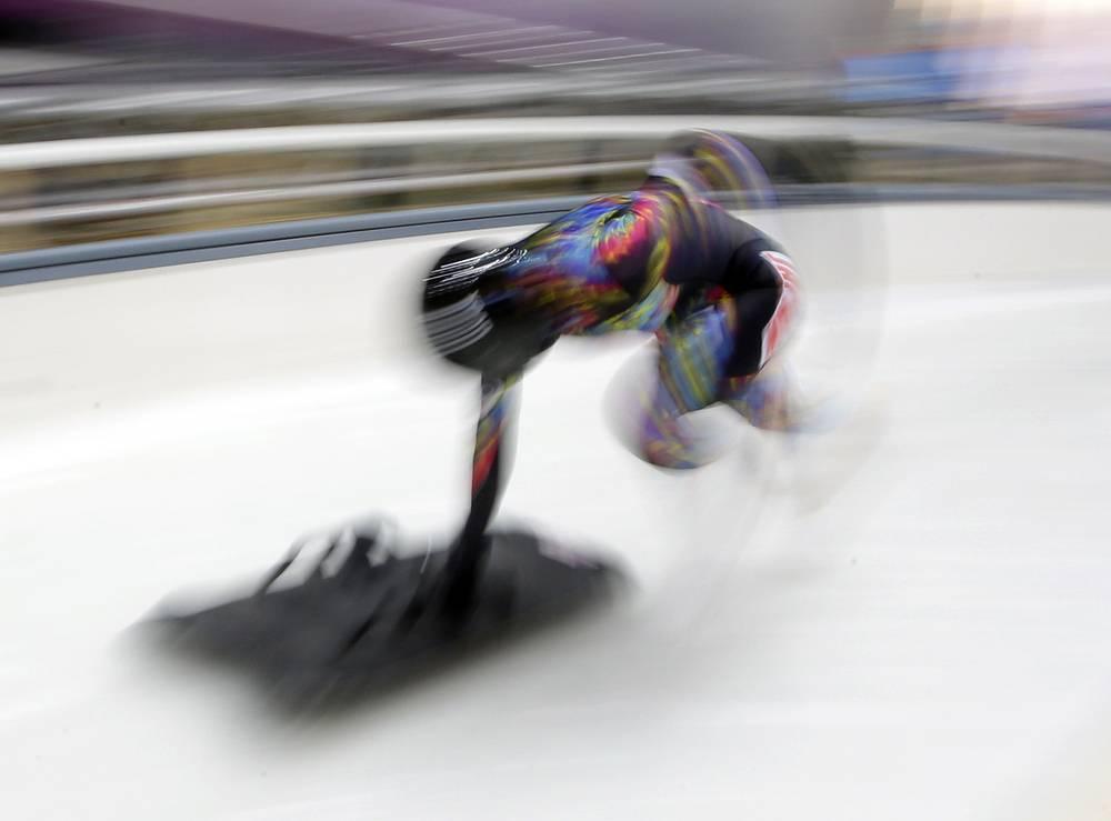 Японка Нозоми Комуро во время тренировки по скелетону