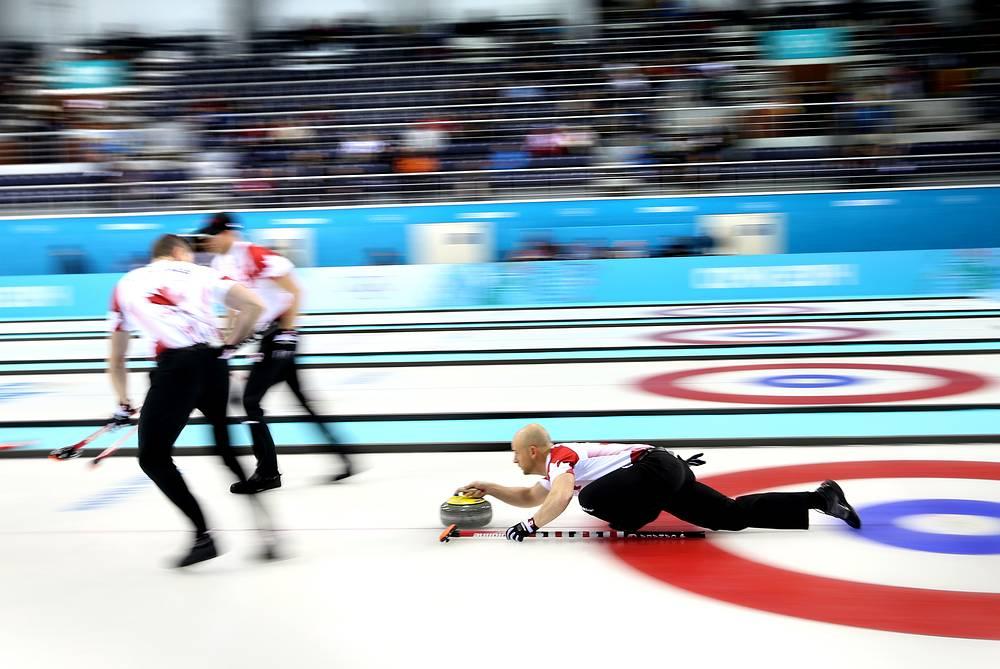 Игроки сборной Канады в матче кругового турнира с командой Германии