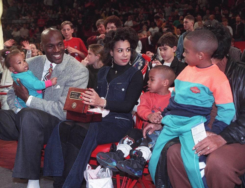 1993 год. Майкл Джордан с первой женой Хуанитой и детьми Жасмин, Маркусом и Джеффри