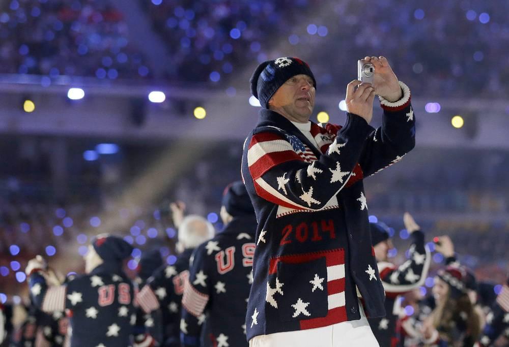 Участник американской сборной во время церемонии открытия Олимпийских игр