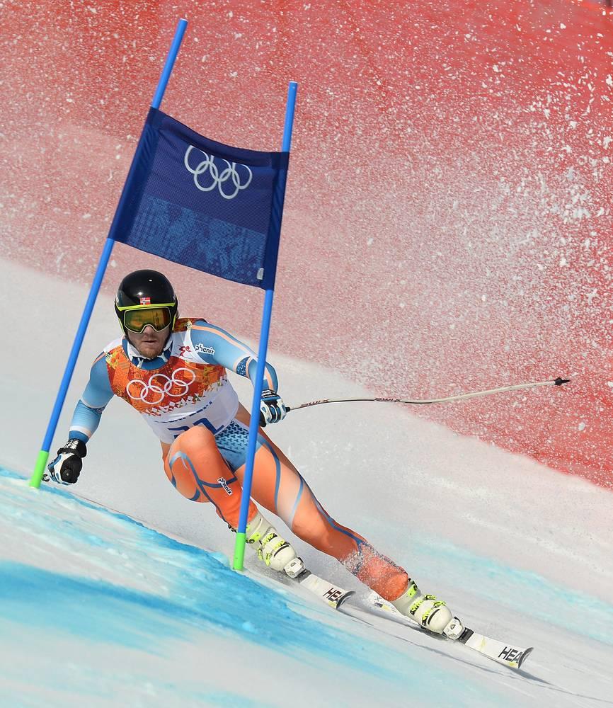 Кьетил Янсруд из Норвегии во время соревнований по супергиганту среди мужчин