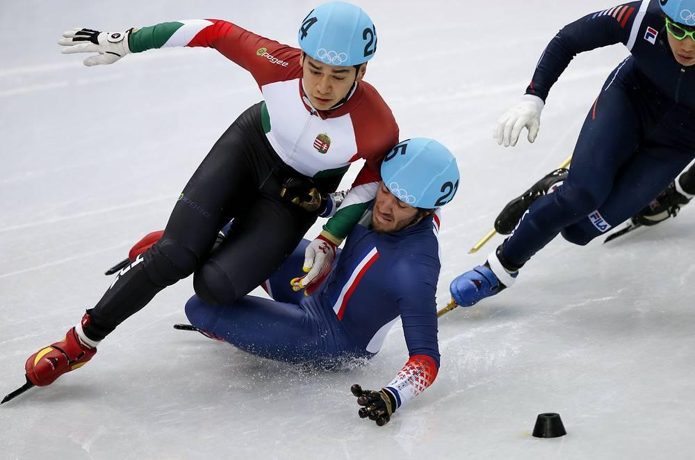 Француз Тибо Факонне подрезал венгра Сандора Лю Шаолиня в квалификационном забеге на 1000 м