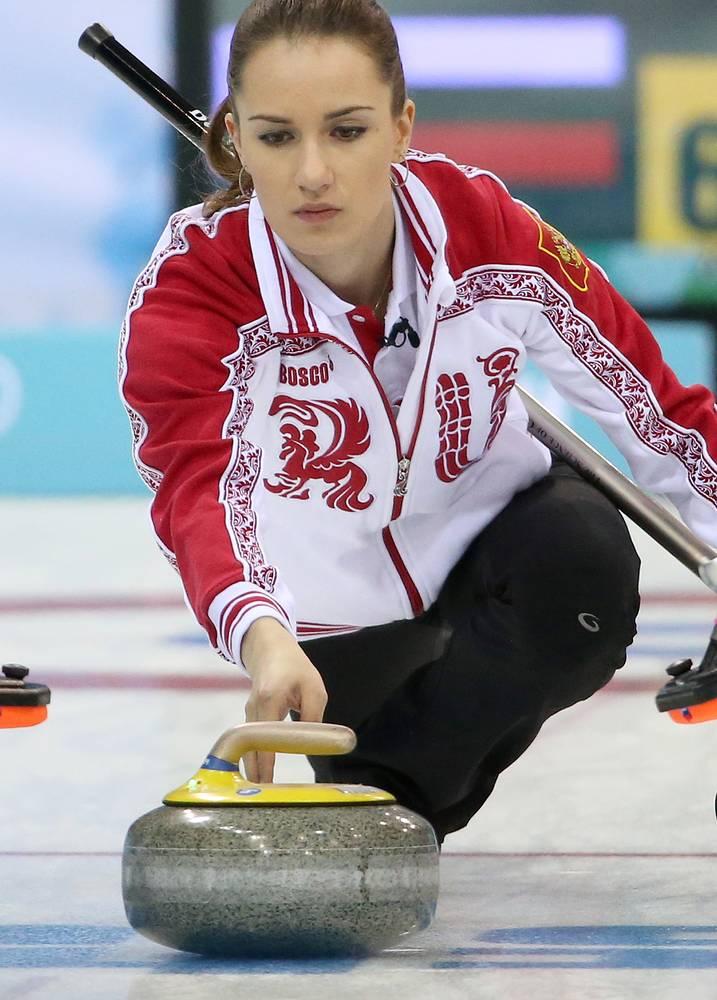 Россиянка Анна Сидорова (23) в детстве занималась фигурным катанием, однако, получив травму ноги, прекратила занятия и начала заниматься керлингом по совету знакомой. В составе национальной сборной представляла Россию на Играх в Ванкувере