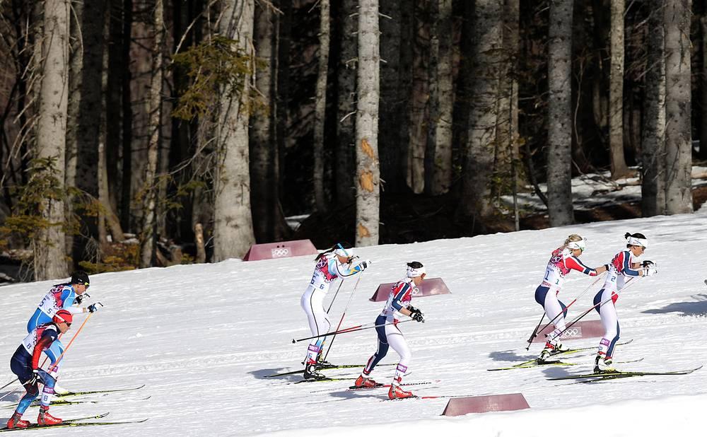 Лыжная гонка с масс-старта на 30 км свободным стилем. Марит Бьорген (справа)