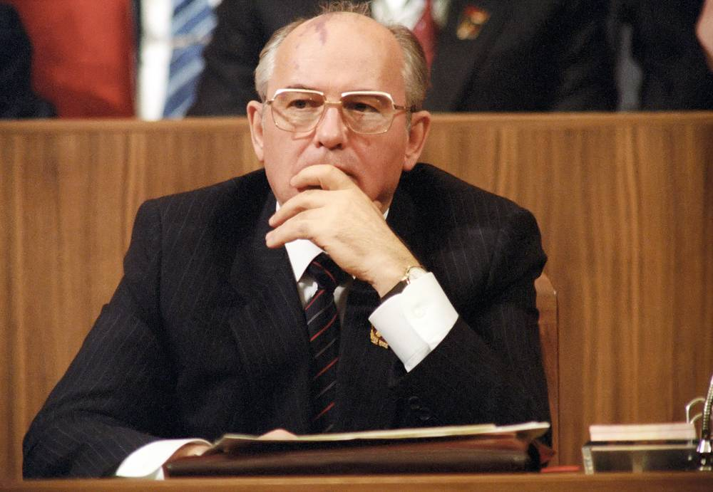 15 марта 1990 года Президентом СССР был избран Михаил Горбачёв, который и стал Верховным Главнокомандующим