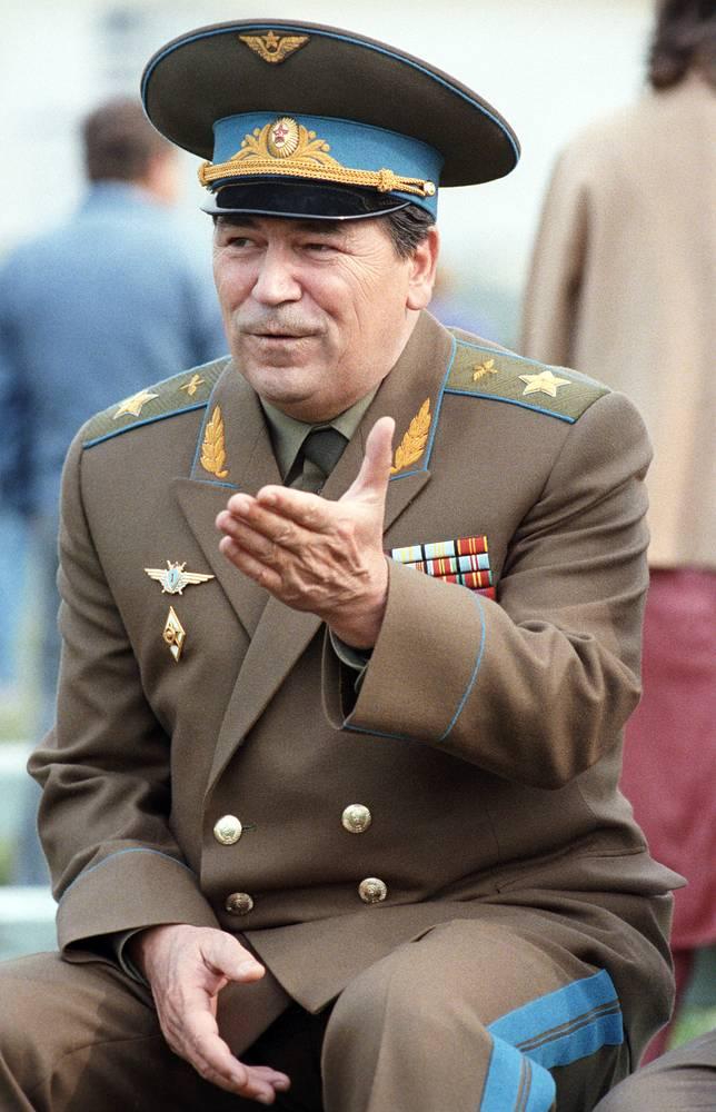 21 декабря 1991 года был подписан протокол о возложении командования Вооружёнными силами СССР на министра обороны СССР маршала авиации Евгения Шапошникова