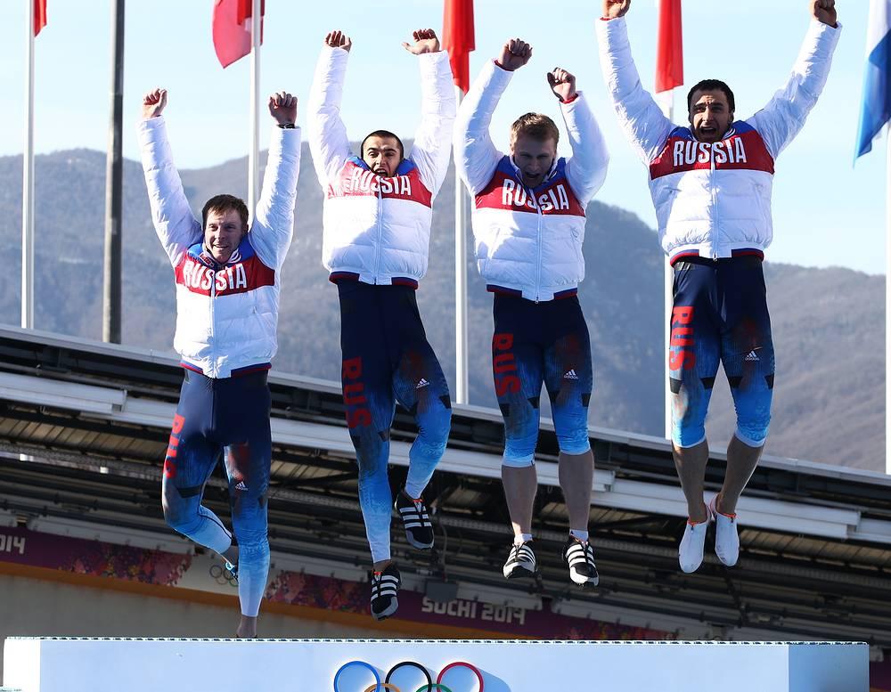 Российский экипаж бобслеистов в составе Александра Зубкова, Дмитрия Труненкова, Алексея Негодайло и Алексея Воеводы победил в соревнованиях четверок на Олимпиаде в Сочи. Эта медаль стала 13-й золотой медалью сборной России на Олимпиаде в Сочи