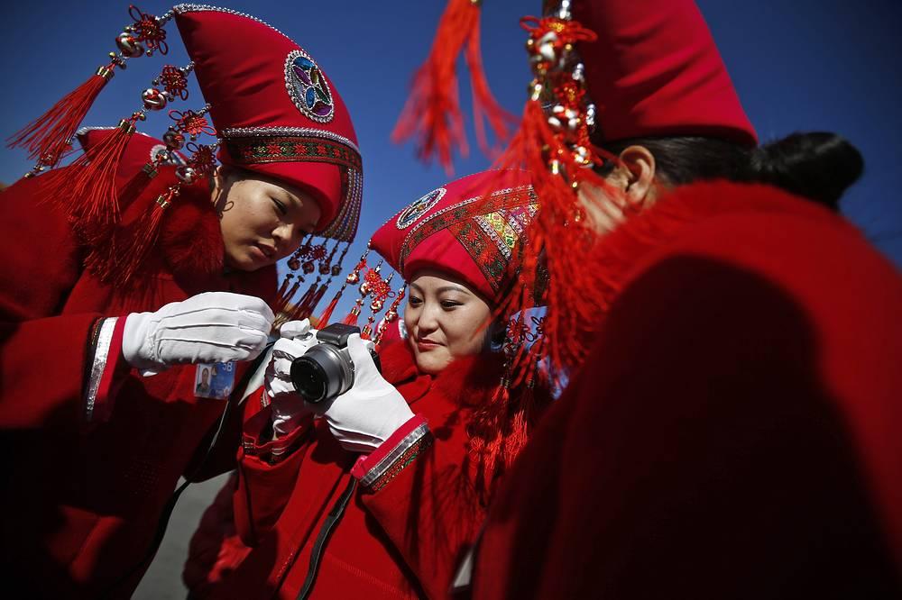 """По оценке газеты """"Жэньминь жибао"""", """"особенность нынешней сессии связана с историческим периодом ее проведения - в этом году Китай начал всесторонне активизировать реформы в стране"""""""