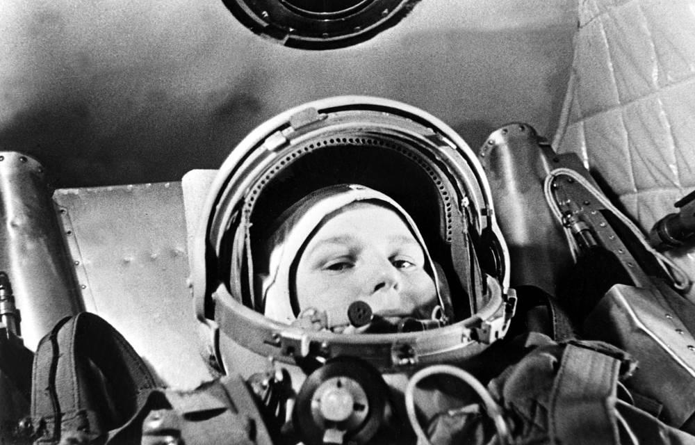 """6-19 июня 1963 года Валентина Терешкова совершила свой исторический полет в космос в качестве единственного члена экипажа - командира корабля """"Восток-6"""""""