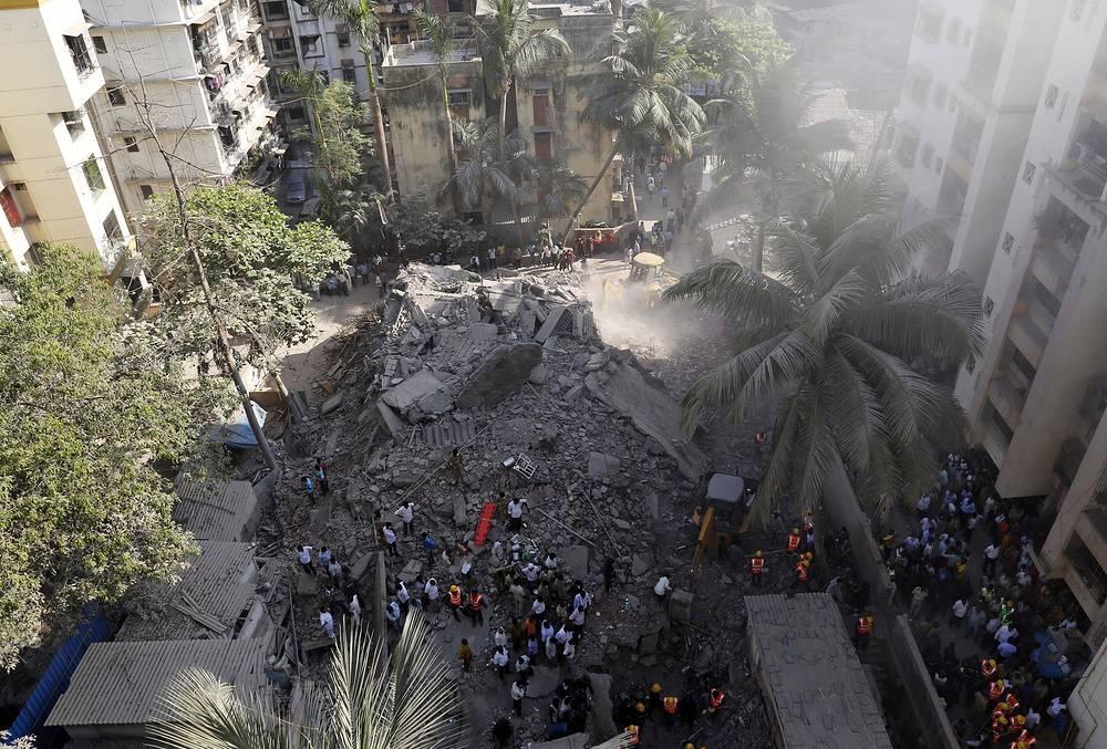 По последним данным, шесть человек погибли, не менее семи получили ранения
