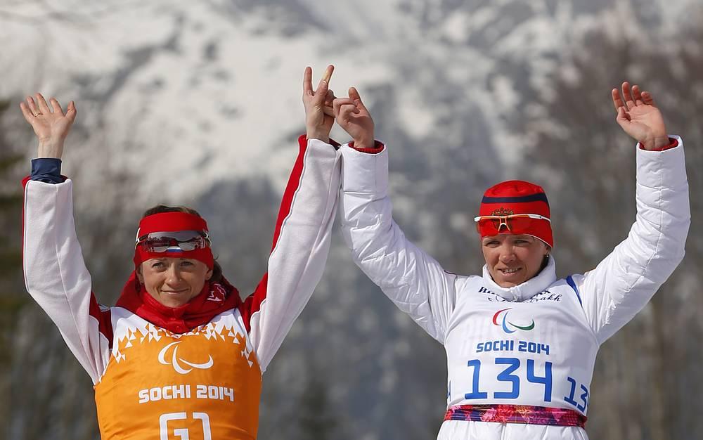 Елена Ремизова - трехкратная паралимпийская чемпионка в лыжных гонках в дистанциях 15 км, 5 км и в открытой эстафете. На фото: Елена Ремизова справа и спортсменка-ведущая Наталья Якимова